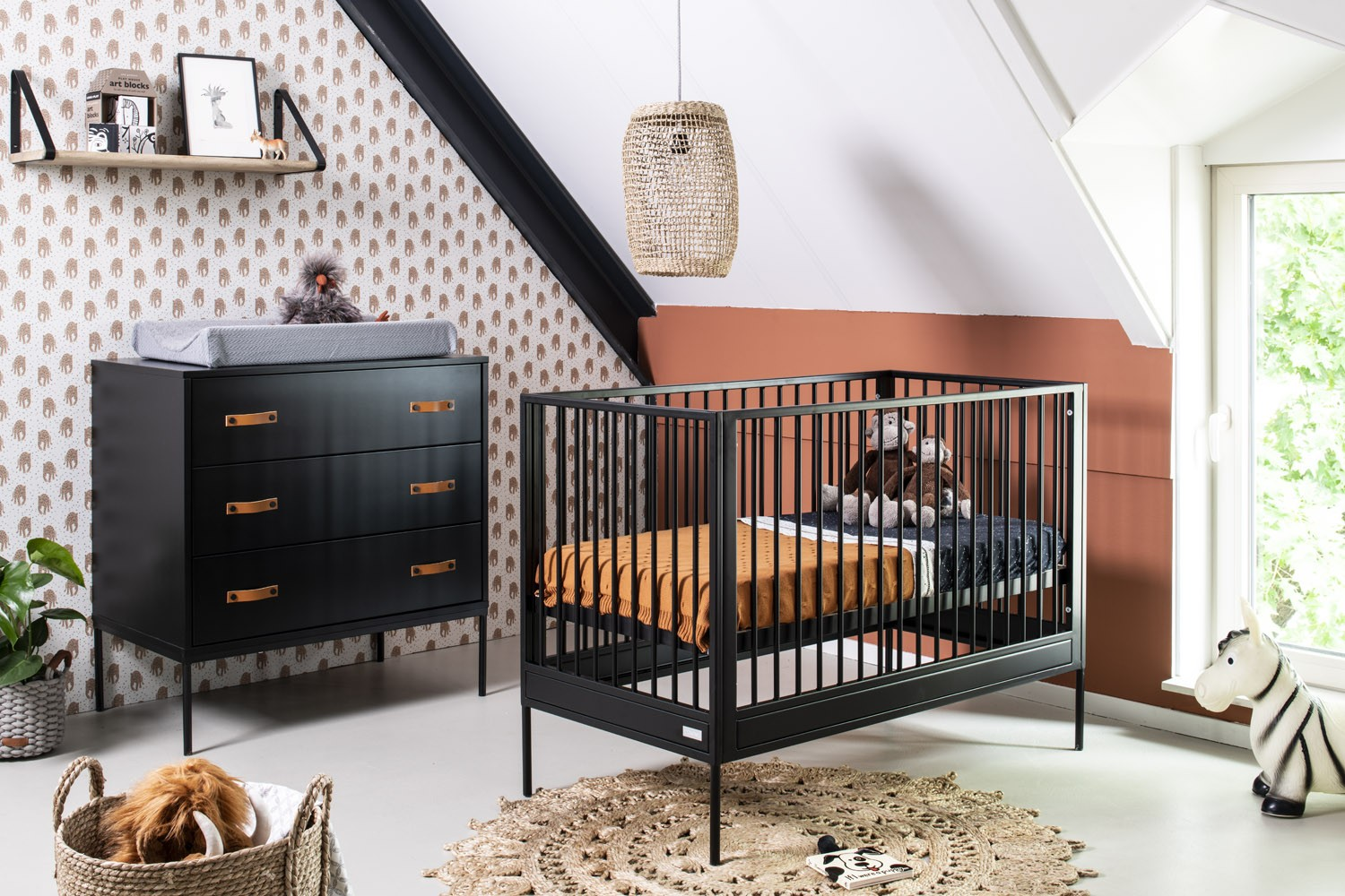 Babykamer Coming Kids Bliss Zwart Ledikant + Commode